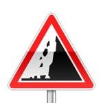 Panneau de danger annonçant un risque de chute de pierres ou la présence sur la route de pierres tombées