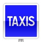 Station de taxis. L'arrêt et le stationnement y sont réservés aux taxis en service ; le marquage approprié signale l'étendue de cette réservation
