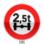 Panneau d'interdiction d'accès aux véhicules qui pèsent plus que le nombre indiqué sur un essieu