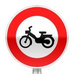 Panneau d'interdiction d'accès aux cyclomoteurs