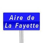 Panneaux de localisation d'une aire autoroutière