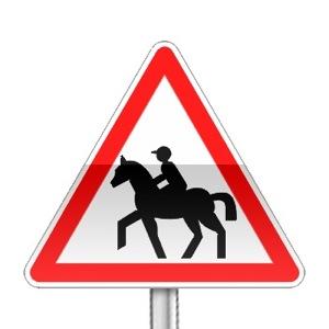 Panneau de danger annonçant le passage de cavaliers