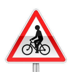 Panneau de danger annonçant un débouché de cycliste venant de droite ou gauche