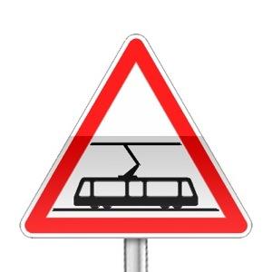 Panneau de danger annonçant une traversée de voies de tramways