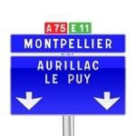Panneau de direction de confirmation de filante avec flèches d'affectation verticales utilisé sur autoroute