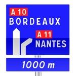 Panneau de direction d'avertissement de bifurcation autoroutière avec affectations des voies