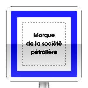 Panneau d'indication. marque du poste de distribution de carburant ouvert 7/7j et 24/24h