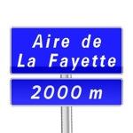 Panneau d'indication de pré-signalisation d'une aire de service ou de repos sur autoroute