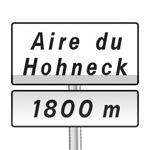 Panneau d'indication de pré-signalisation d'une aire de service ou de repos sur route à chaussées séparées