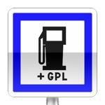 Panneau d'indication d'un poste de distribution de carburant ouvert 7/7j et 24/24h assurant les ravitaillement en GPL