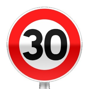 Panneau d'interdiction de dépasser la vitesse indiquée