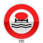 Panneau d'interdiction d'accéder aux véhicules transportant des marchandises susceptibles de polluer les eaux