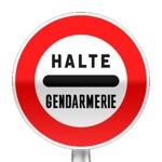 Panneau d'interdiction, arrêt au poste de gendarmerie