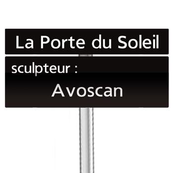 Panneau indiquant le nom d'une oeuvre d'art
