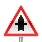 Panneau de priorité, croisement avec une route dont les usagers doivent céder le passage