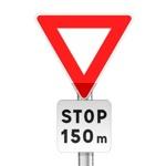 Panneau de priorité, signal avancé, arrêt à l'intersection