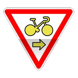 Panonceau autorisant un cycliste à franchir la ligne d'arrêt du feu afin de s'engager sur la voie de droite.
